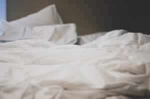 Das Bett sollte nicht immer direkt nach dem Aufstehen ordentlich gemacht werden.